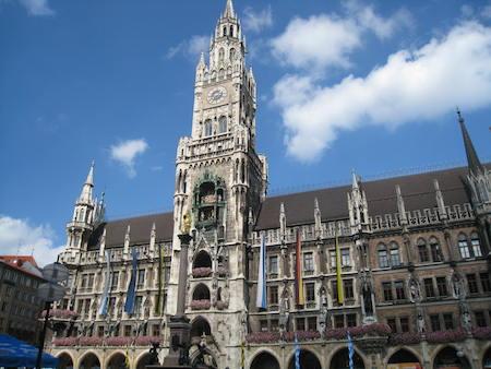 Food Travelist Marienplatz Munich Glockenspiel