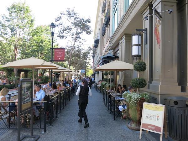 Left Bank Brasserie Sidewalk Cafe