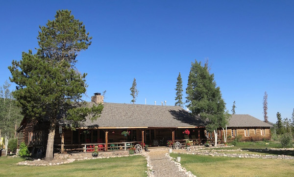 rawah-ranch-lodge-full-view