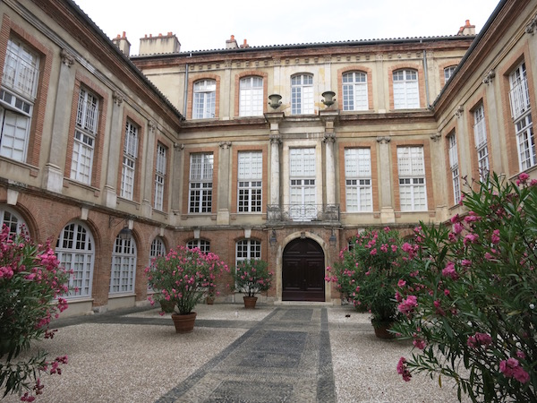 courtyards-in-tolouse-france