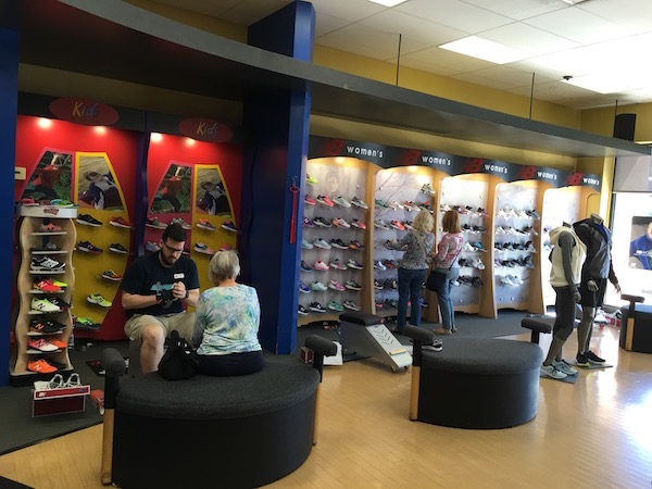 new-balance-chicago-oak-brook-location-new balance chicago