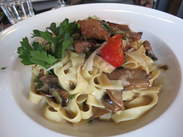 veal-with-mushrooms-and-noodle-the-villa-tropezienne-toulouse-france-food-travelist