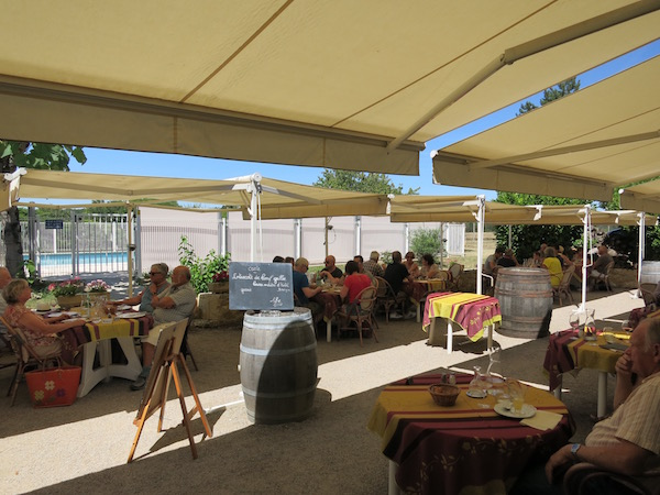 ferme-de-flaran-courtyard-dining