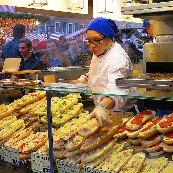 food-vendor-in-nuremberg-christms-market-in-germany