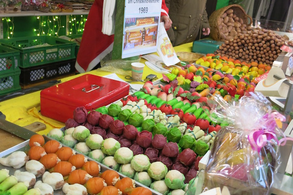 marzipan-veggies-in-nuremberg-christmas-market