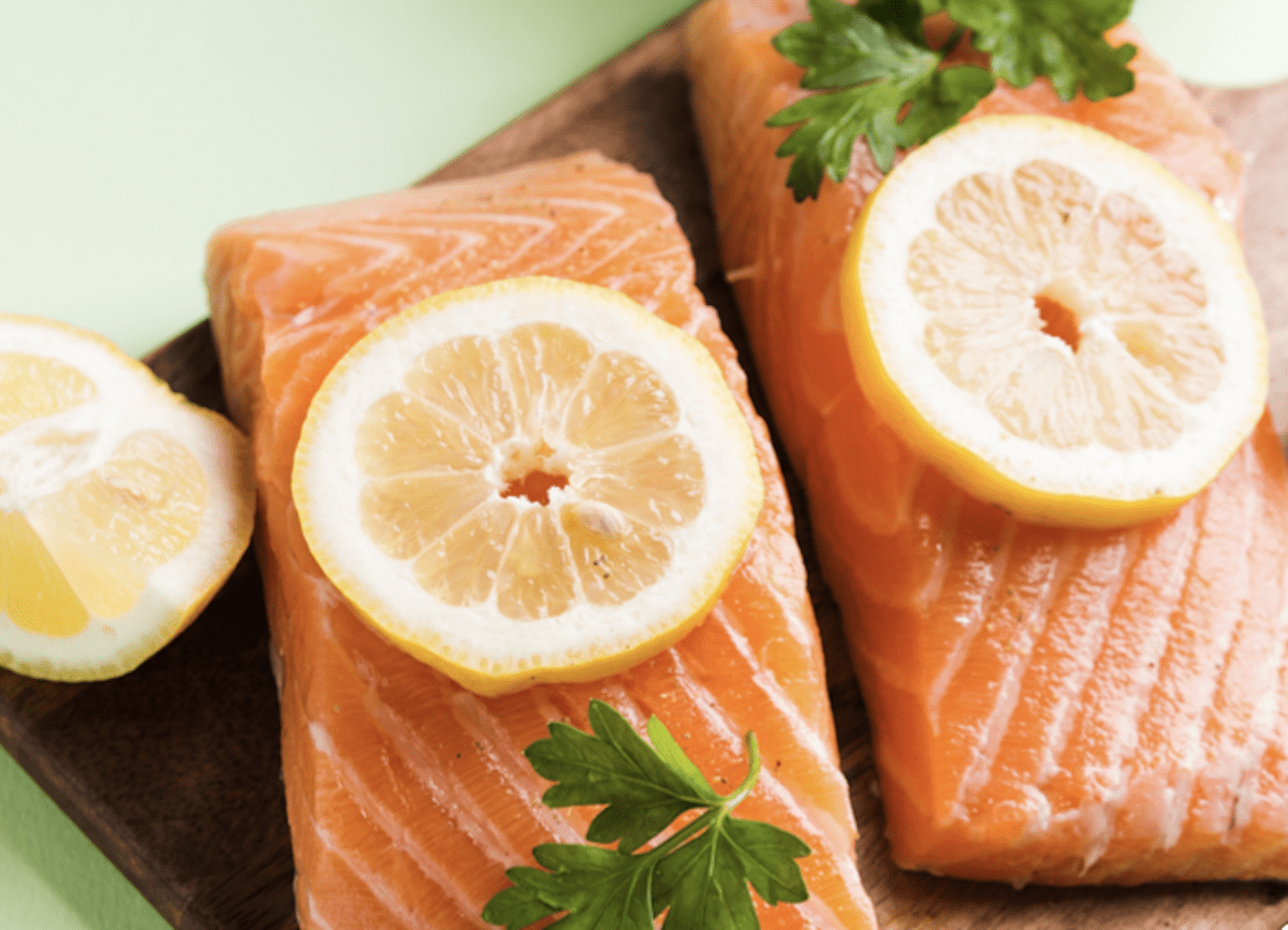Salmon Loves Lemon
