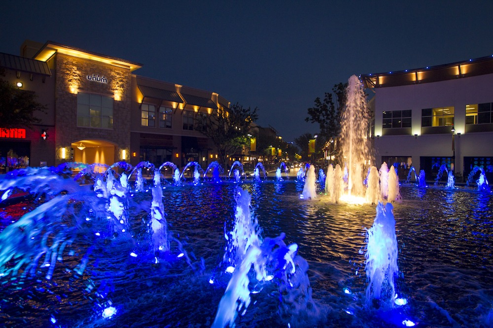 The Shops at Legacy fountain