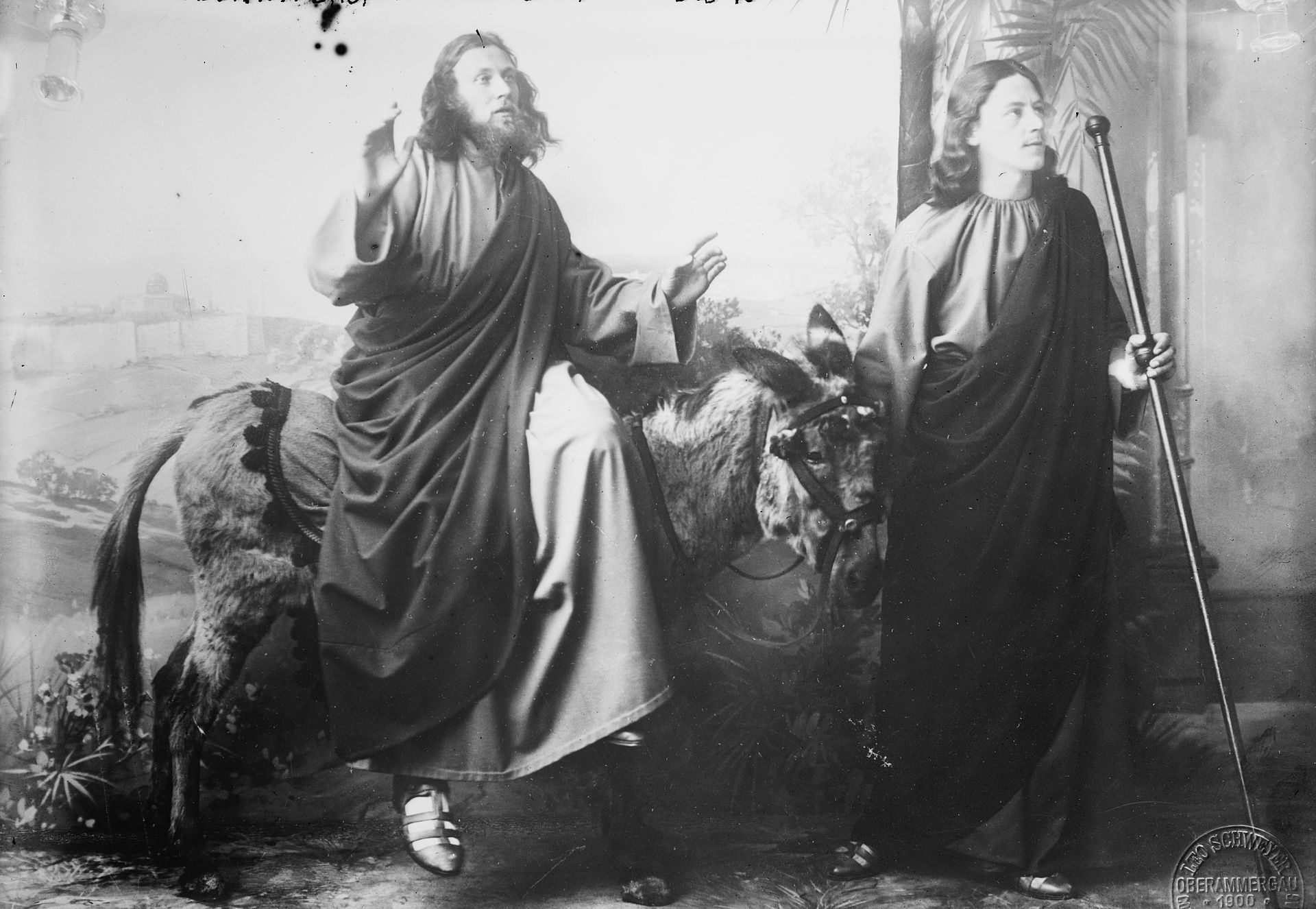 Jesus Christ and John in a 1900 performance of the Oberammergau Passion Play