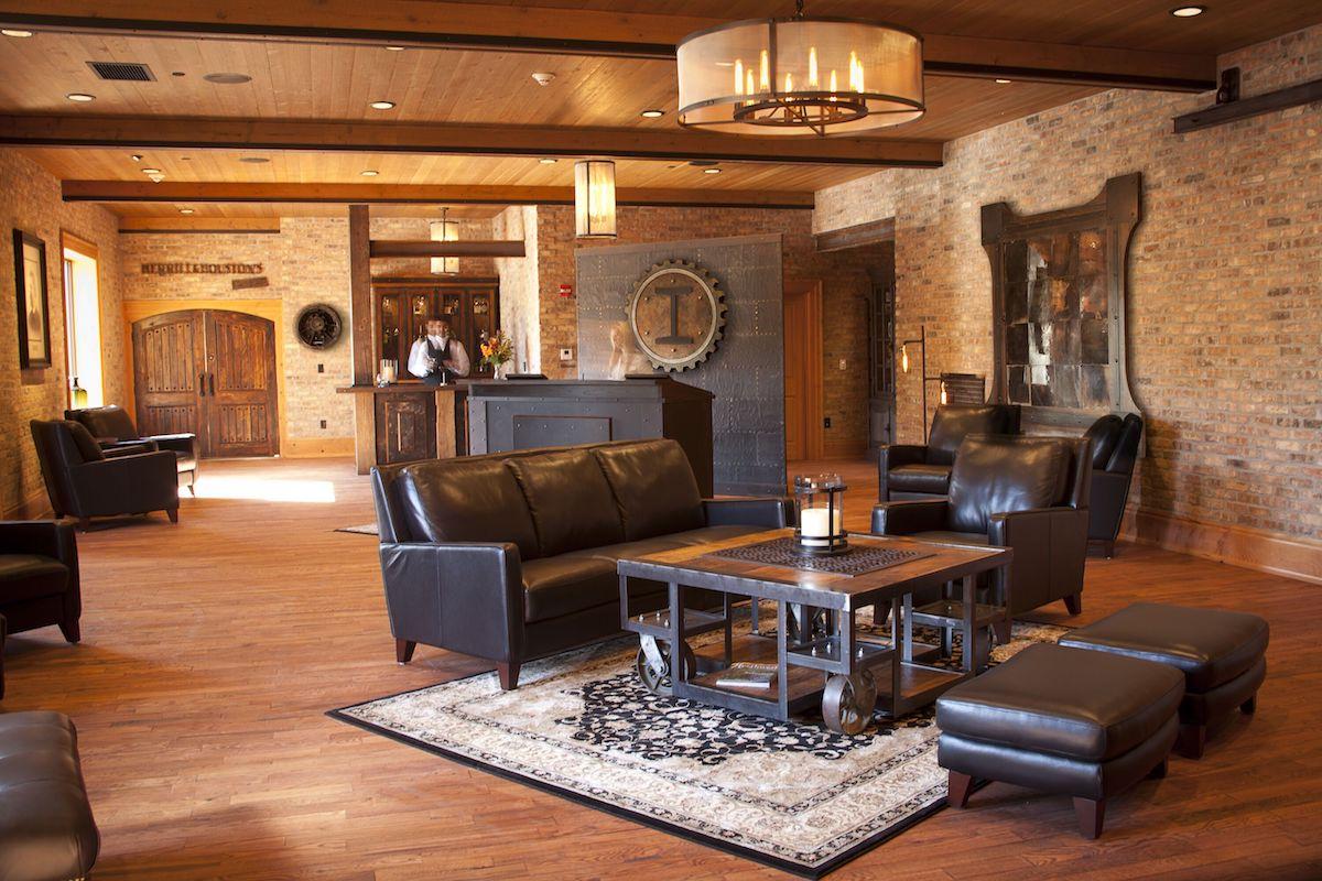 Lobby IronWorks Hotel Beloit